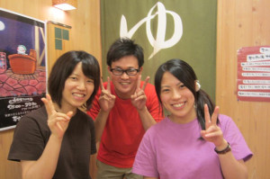 夢古道おわせのインターン生、山田さん(左)&竹ノ谷さん(右)とスタッフの一宮さん